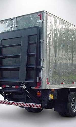 Plataforma elevatória para caminhão baú